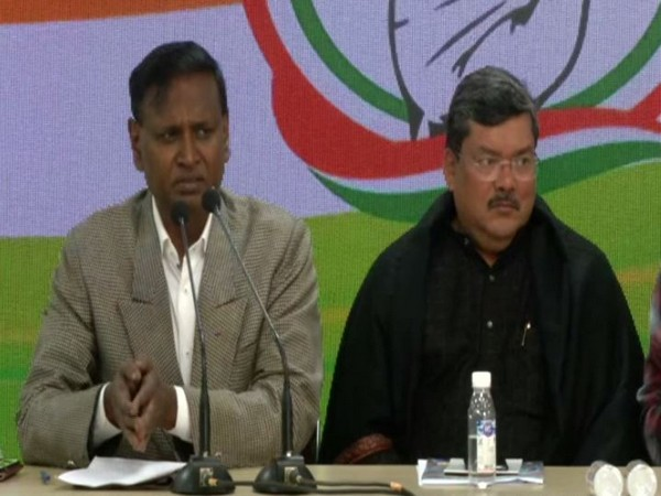 Congress leaders Dr Udit Raj and Mukul Wasnik at a press conference in New Delhi on Sunday. Photo/ANI