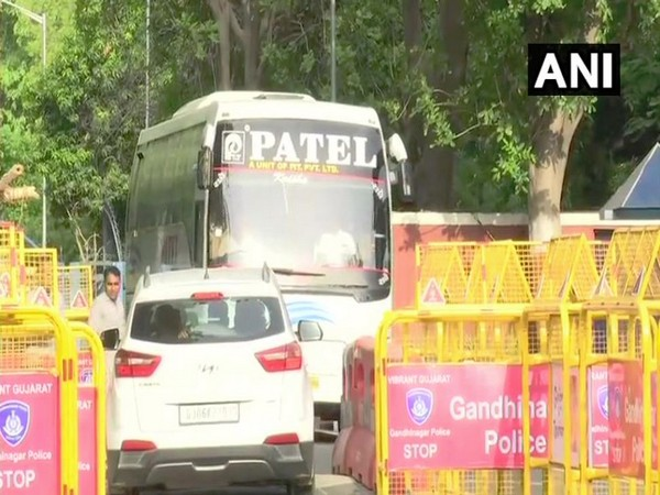 Gujarat Congress MLAs leaving for Mount Abu (Photo/ANI)
