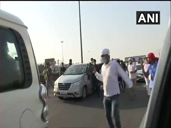 Rahul, Priyanka cross Delhi-Noida fly to meet family of Hathras victim. Photo/ANI