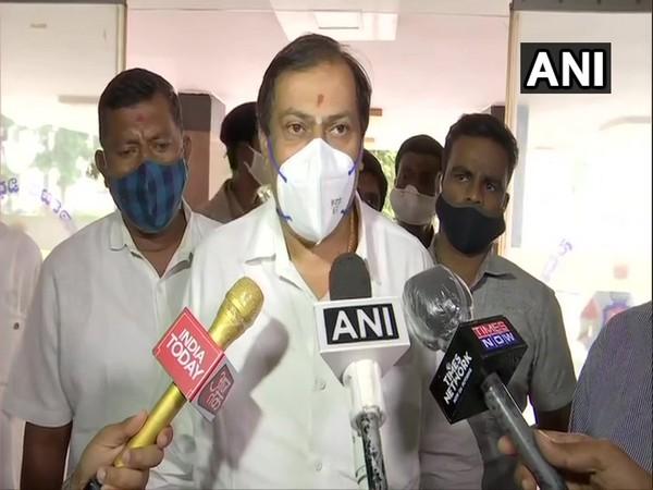 Congress MLA Akhanda Srinivasamurthy speaking to reporters in Bengaluru on Tuesday. [Photo/ANI]