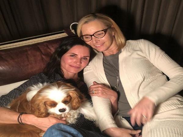 Actors Lisa Kudrow and Courteney Cox (Imag Source: Instagram)