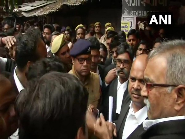Police investigating the case in Lucknow court complex (File photo)