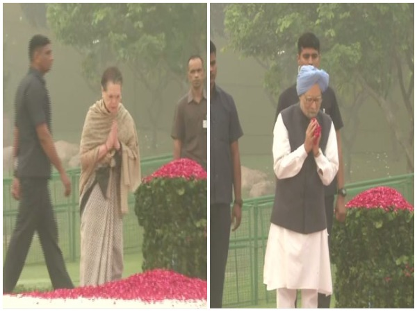 Sonia Gandhi (Left) and Former PM Manmohan Singh (Right) paying tribute to Indira Gandhi in New Delhi. Photo/ANI