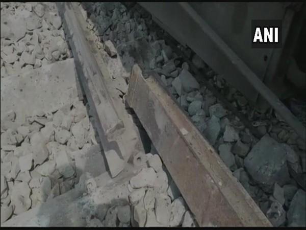 Ten coaches of Tapti-Ganga express derails in Chhapra's Gautam Asthan [Photo/ANI]