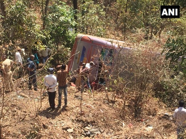 People trying to resuce stranded passengers after the bus met with an accident Palghar, Maharashtra, on Sunday. Photo/ANI