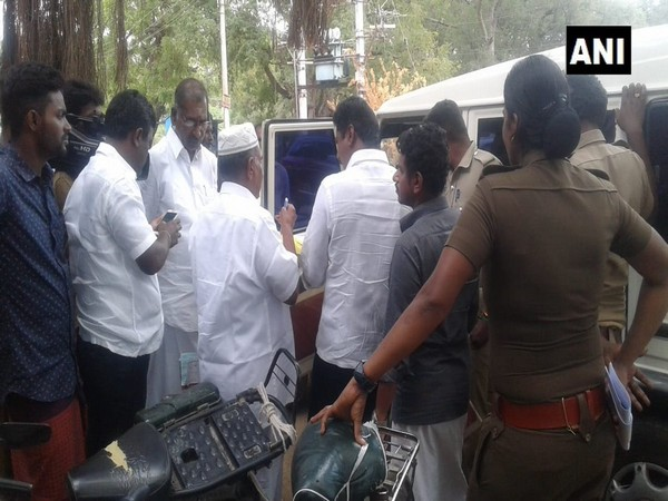 The Election Commission's Flying Squad on Tuesday seized over Rs 6.65 lakh illegal cash in Tamil Nadu (Photo/ANI)