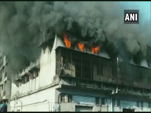 Fire breaks out at a building in Mahrashtra's Bhiwandi on Monday Photo/ANI