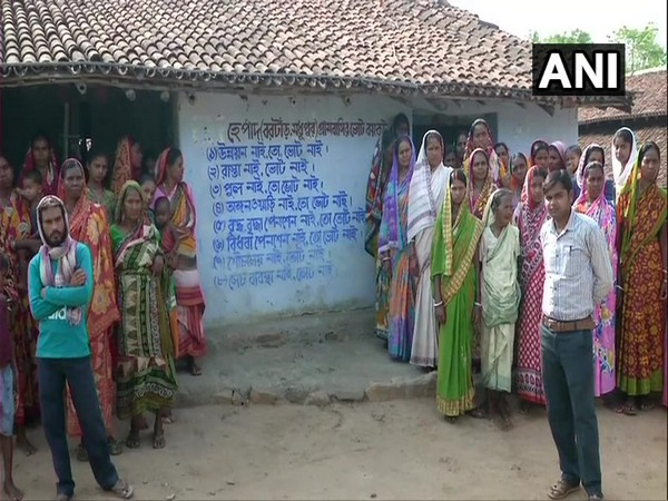 Residents of Madhupur and Bortar villages in Jhalda block have decided to boycott election alleging lack of development in the area in West Bengal's Purulia.