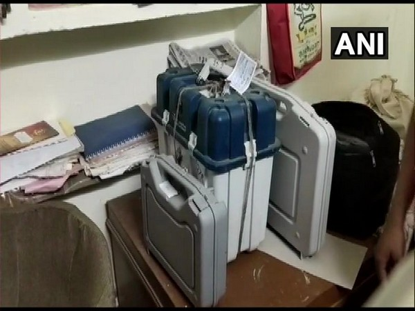 A sector assistant engineer named AK Shrivastav was suspended on Saturday for carrying reserve EVM to his residence in Guna, Madhya Pradesh. Photo/ANI