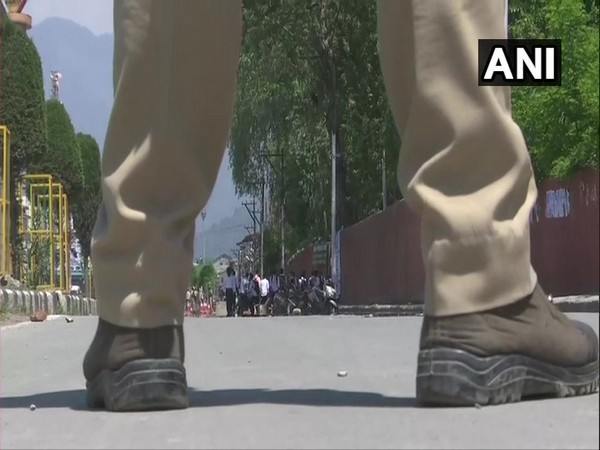 Students and security forces clash at Amar Singh College in Srinagar on Tuesday. Photo/ANI