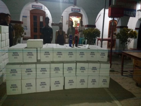 UP STF has arrested two interstate liquor smugglers. Photo/ANI