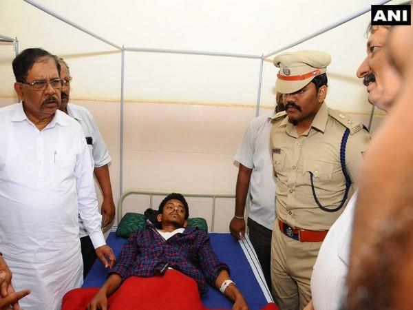 Karnataka CM G Parameshwara (L)visits injured journalists at a hospital in Tumkur, Karnataka [Photo/ANI]