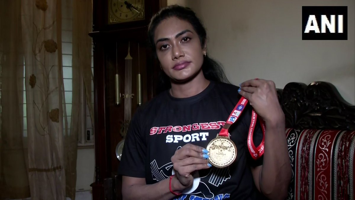Arthi Arun with her gold medal (ANI photo)
