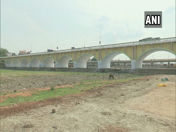 River Vaigai in Tamil Nadu has dried due to intense heat wave in the region. Photo/ANI