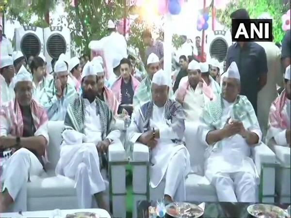 Bihar Deputy Chief Minister Sushil Modi, LJP leader Ram Vilas Paswan, Chief Minister Nitish Kumar and Governor Lalji Tandon during an 'iftar' at Paswan's residence in Patna on Monday. Photo/ANI