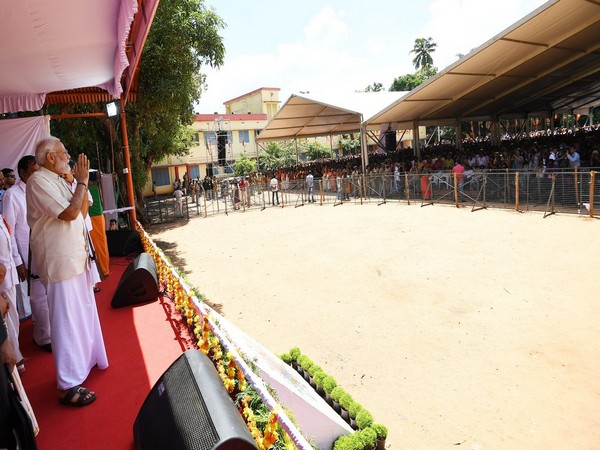 Prime Minister Narendra Modi addressing party workers in Thrissur, Kerala (Photo: Twitter)