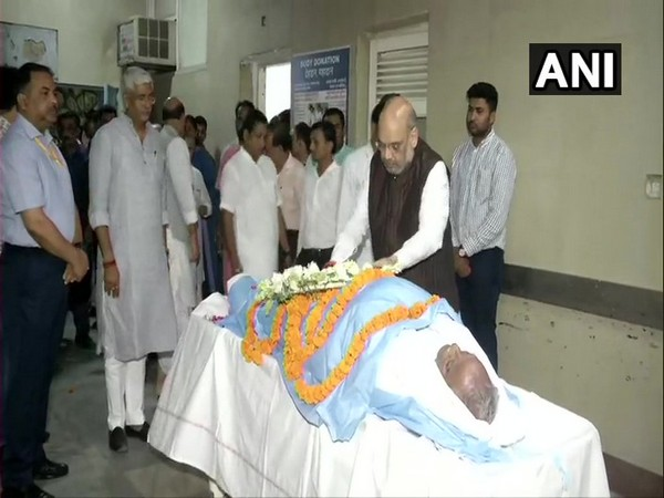Union Home Minister Amit Shah paying tribute to Rajasthan BJP chief Madan Lal Saini on Monday at AIIMS.