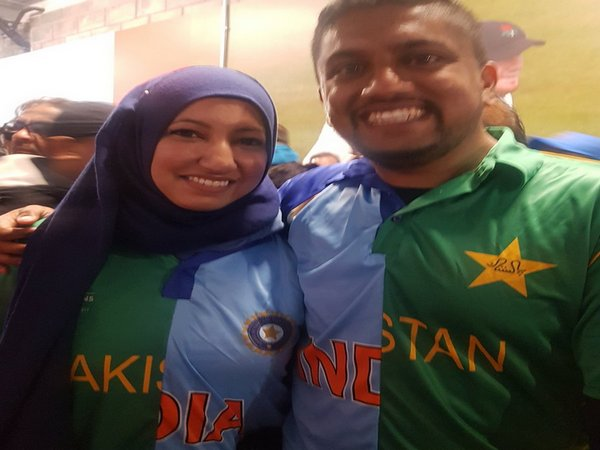 Couple sports India-Pak jersey (Photo/ Lakshmi Kaul Twitter)