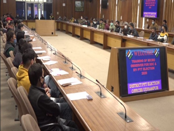 District Election officer Piyush Singla holding meeting with micro-obervers ahead of DDC polls. (Photo/ANI)
