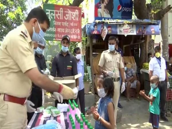 Delhi Police personnel providing burgers to kids in RK Puram Sector 9