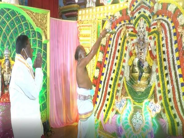 Puducherry CM V Narayanasamy visits Manakula Vinayagar Temple
