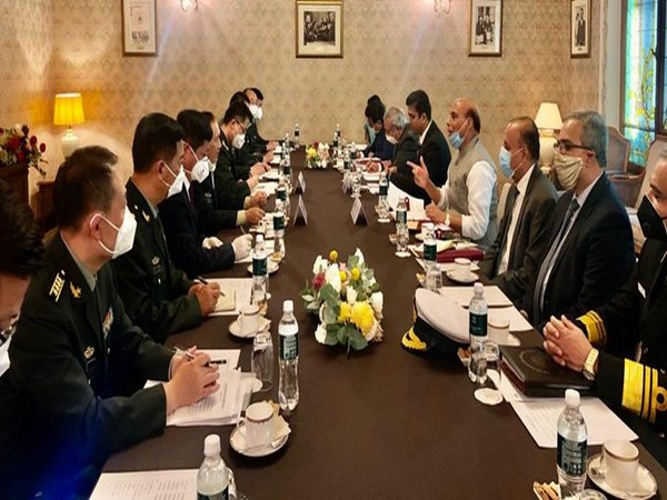 Rajnath Singh meeting the Chinese Defence Minister, General Fenghe in Moscow, Russia (Photo tweeted by Defence Minister)