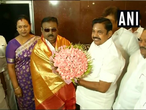 Tamil Nadu Chief Minister Edappadi K. Palaniswami with Desiya Murpokku Dravida Kazhagam (DMDK) Chief Vijayakanthin Chennai On Monday. (Photo/ANI)