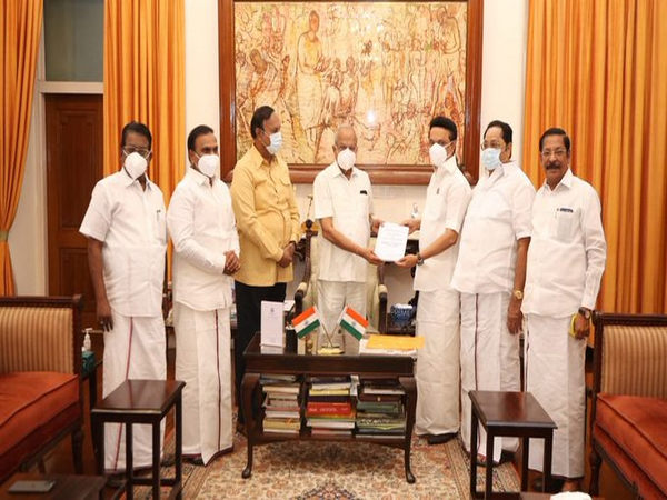 DMK delegation led by party president MK Stalin met Tami Nadu Governor Banwarilal Purohit in Chennai on Tuesday.