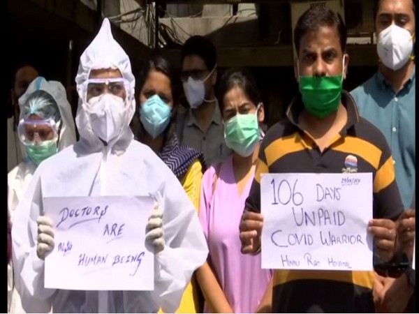 The medical staff protest at Hindu Rao Hospital on Wednesday. (Photo/ANI)
