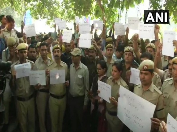 Hundreds of police personnel on Tuesday protested outside Delhi Police Headquarters against the clash with lawyers at Tis Hazari Court on November 2.