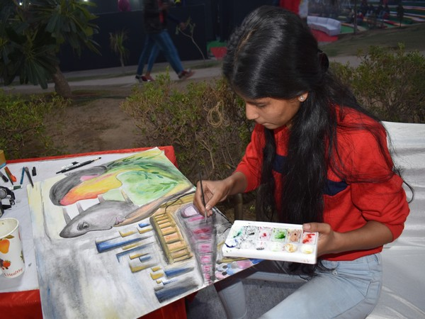 A young artist participating in the painting competition on Thursday at Rajiv Chowk. Photo/ANI