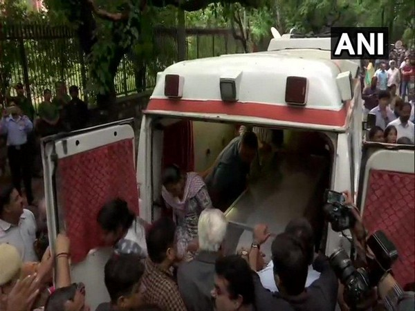 Mortal remains of Former Delhi Chief Minister Sheila Dikshit brought to her residence in Nizamuddin east