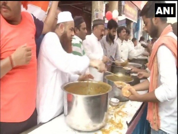 Members of the Aman Committee distributing food to people participating in the Shobha Yatra in Delhi's Hauz Qazi area on Tuesday. Photo/ANI
