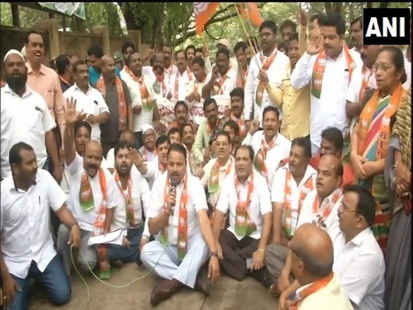 BJP workers stage protest demanding Chief Minister HD Kumaraswamy's resignation in Dharwad on Tuesday (photo/ANI)