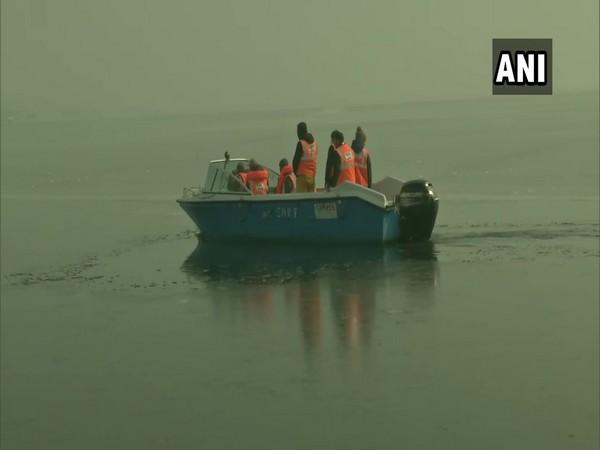 SDRF team deployed in Dal Lake (Photo/ ANI)