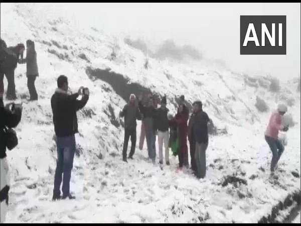 People enjoying the snow in Darjeeling's Tiger Hill on Thursday. Photo/ANI
