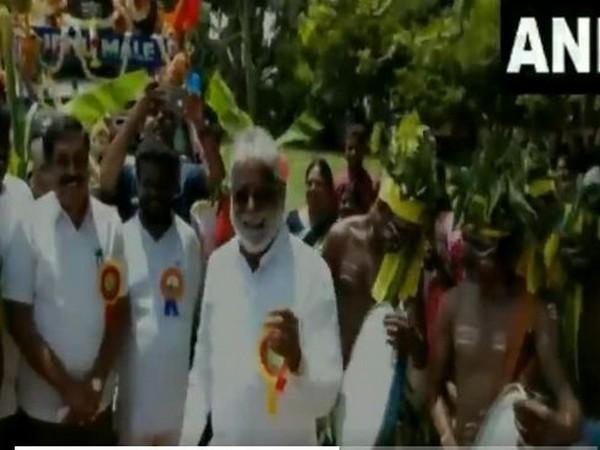Karnataka MLA N Mahesh dancing on drum beats at Gramin Dasar on Monday. (Photo/ANI)
