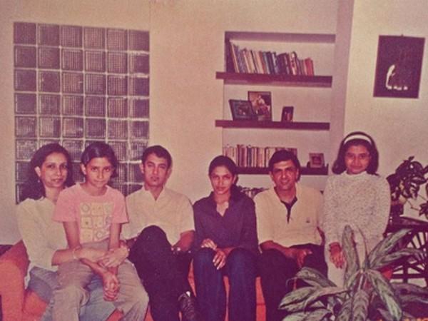 Deepika Padukone with megastar Aamir Khan and her family (Image Source: Instagram)