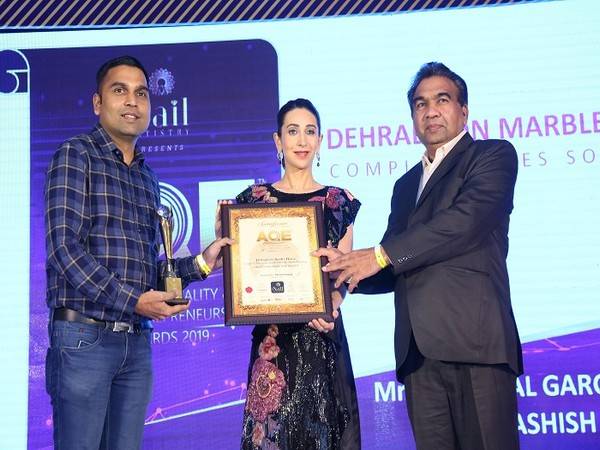 Dehradoon Marble House, CEO, Ashish Gupta & Founder Ratan Lal Garg received India's Best Tiles Retailer of the year 2019 from Karisma Kapoor