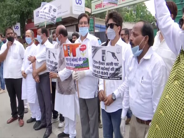 Uttarakhand Congress leaders and workers protesting against fuel price hike on Thursday. Photo/ANI