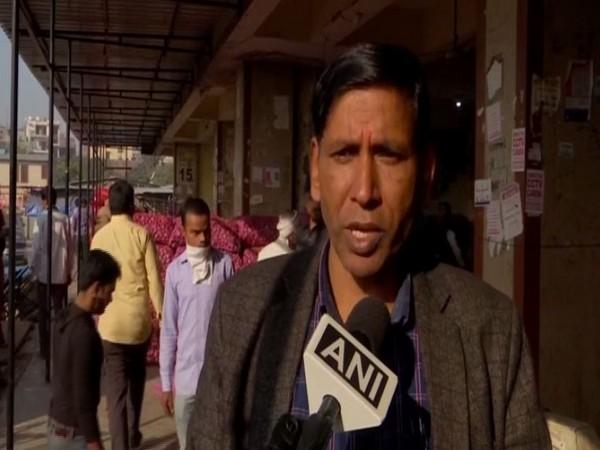 Chairman of the Gazipur Sabji Mandi, Satyadev Prasad Gupta explains the price rise of onions (Photo/ANI)