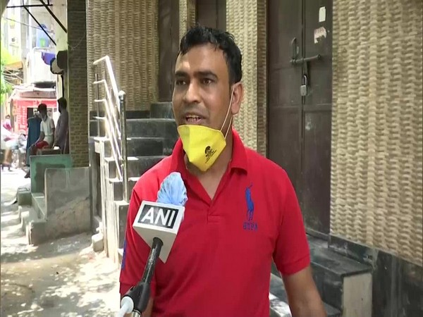 Wazir Singh, an English teacher who is selling vegetables in Delhi speaks to ANI. (Photo/ANI)