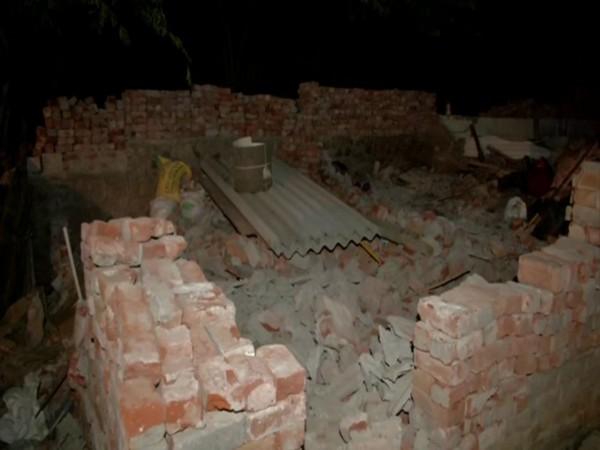Around 200 slum dwellings were demolished in Mahipalpur by Delhi Police. [Photo/ANI]