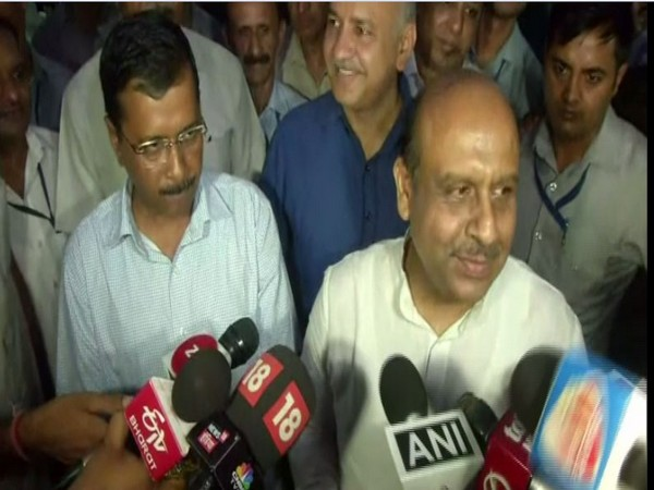 Delhi Chief Minister Arvind Kejriwal, Education Minister Manish Sisodia and LoP Vijender Gupta at an 'Iftar' party organised by Delhi government on Monday. Photo/ANI