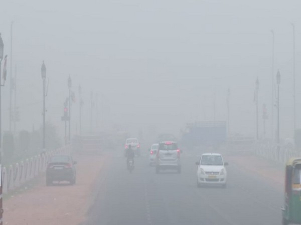 Thick smog at India Gate in New Delhi on Sunday.