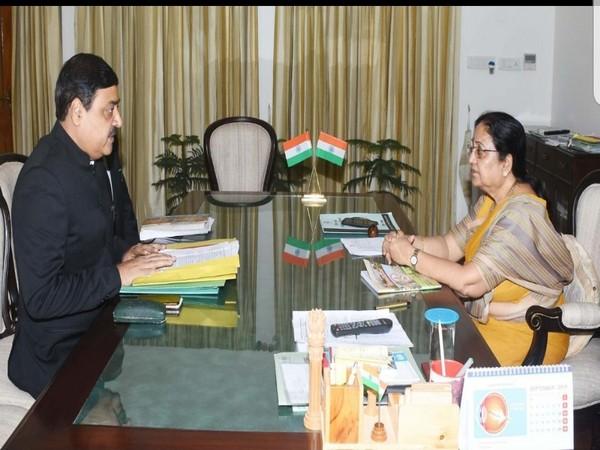 Uttarakhand Governor Baby Rani Maurya met Dehradun Municipal Commissioner Vinay Shankar Pandey on Thursday. Photo/ANI