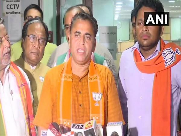 BJP leader Sunil Deodhar speaking to reporters in Kolkata, West Bengal on Monday.