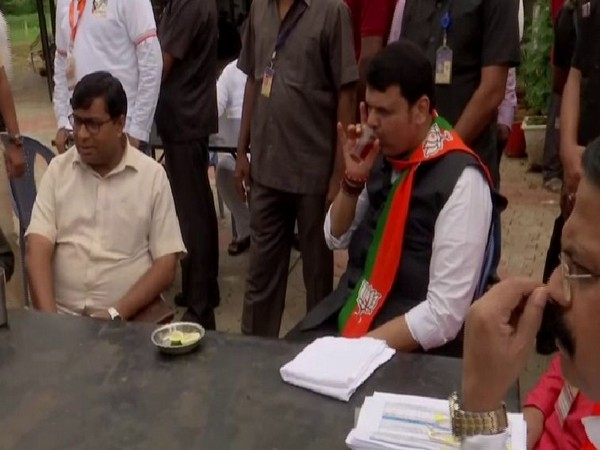 Maharashtra Chief Minister Devendra Fadnavis enjoys tea during his ongoing Maha Janadesh Yatra in Gondia on Sunday. Photo/ANI