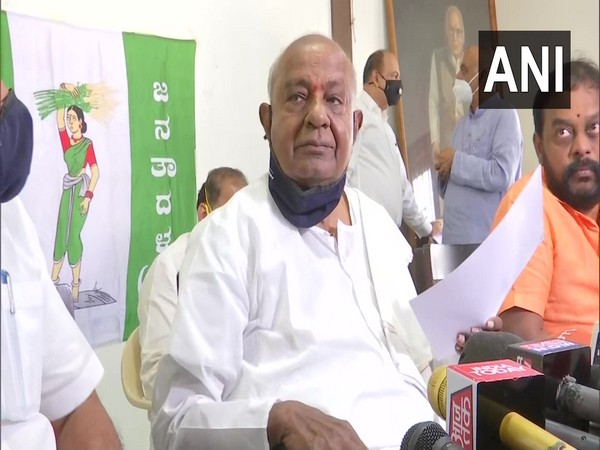Former Prime Minister and chief of Janata Dal (Secular) HD Deve Gowda on Saturday talking to media.