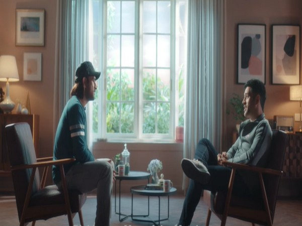 MS Dhoni meets his younger self from 2005 (Image: Gulf Oil India YouTube )